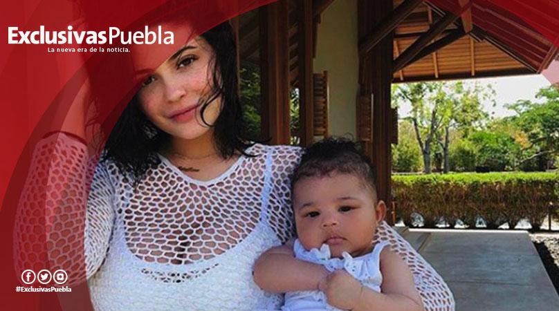 Rasgos de la bebé de Kylie motivan teoría de que es hija de guardaespaldas