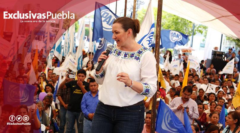 Alonso promete en Ajalpan ampliar la red de agua potable