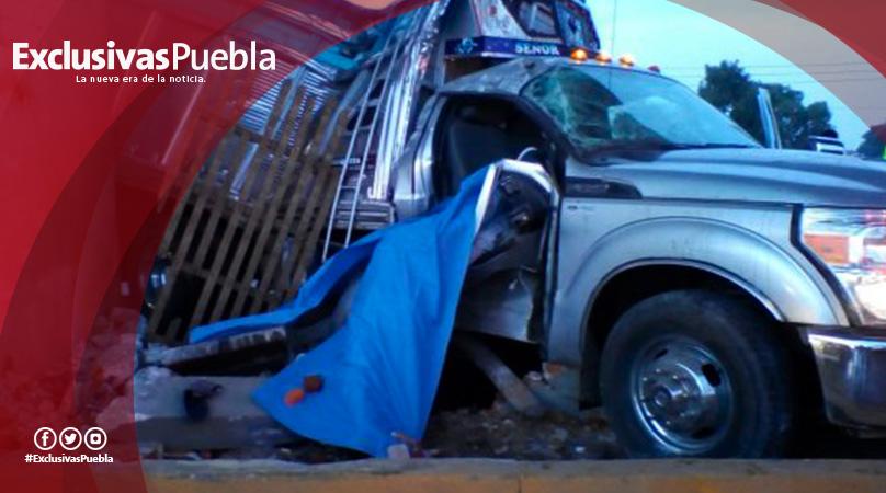 Mueren dos personas al estrellar su camioneta contra pilar del Segundo Piso